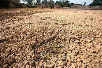 На юге Китая от засухи пересохли сотни рек